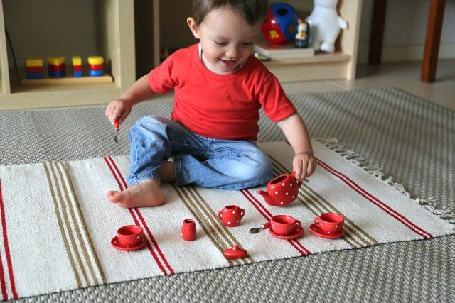 كيف تقوم بتربية طفلك على طريقة منتسوري في المنزل