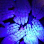 تجربة لرؤية الجراثيم علي اليدين